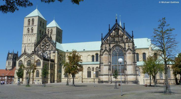 Sankt Paulus Dom in Münster und daneben der Turm der Überwasserkirche (August…