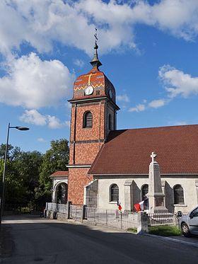 Église de La Planée, avec son clocher comtois caractéristique.