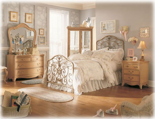 Fascinating vintage bedroom furniture - romantic and sweet