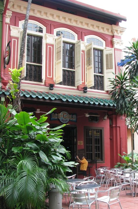 Many of Singapore's beautiful Peranakan shophouses have been converted to cozy boutique restaurants and art galleries | 25 travel tips for Singapore