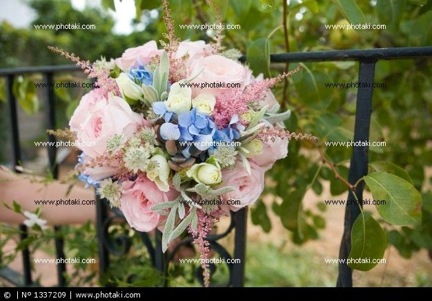 http://www.photaki.com/picture-bouquet-of-pink-wedding_1337209.htm