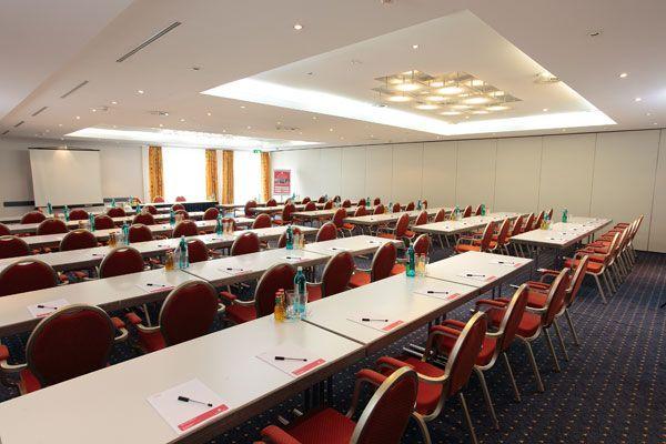 Eines der Konferenz- & Seminarräume / One of the conference and seminar rooms | H+ Hotel Frankfurt Airport West