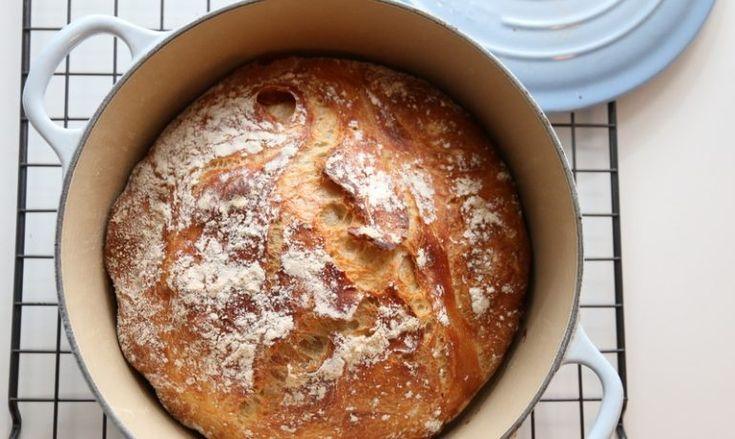 Den eltefrie teknikken er den jeg benytter mest når jeg skal bake brød for tiden, og med minimal innsats og litt planlegging blir jeg gang på gang belønnet med luftige og saftige brød, med en perfekt…