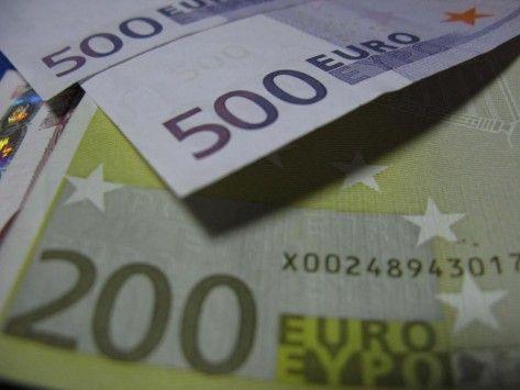 Κακουργηματική δίωξη για απιστία 10 εκατομμυρίων ευρώ με ερευνητικά προγράμματα στο Πανεπιστήμιο Μακεδονίας   Κακουργηματικές διώξεις για απιστία το ύψος της οποίας ξεπερνά τα 10 εκατομμύρια ευρώ ασκήθηκαν από τον εισαγγελέα διαφθοράς στη Θεσσαλονίκη στο πλαίσιο έρευνας που διεξάγεται για ερευνητικά προγράμματα του Πανεπιστημίου Μακεδονίας.  Σύμφωνα με πληροφορίες η ποινική δίωξη για απιστία και άμεση συνέργεια στη συγκεκριμένη πράξη ασκήθηκε με τις επιβαρυντικές διατάξεις του νόμου…