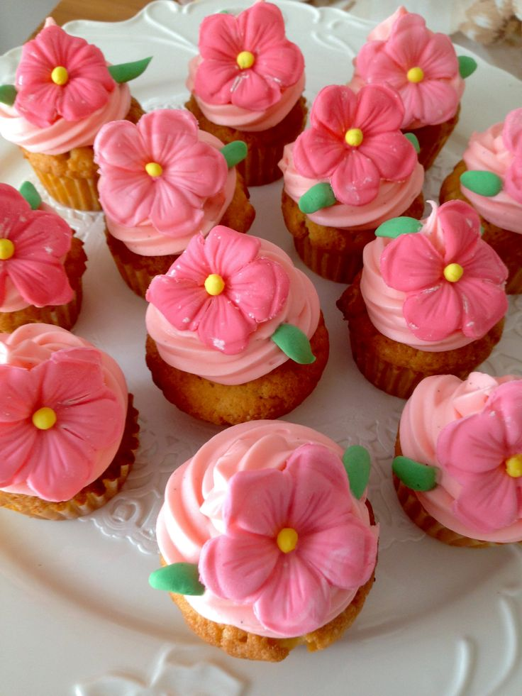 Pink flower cupcakes!!!