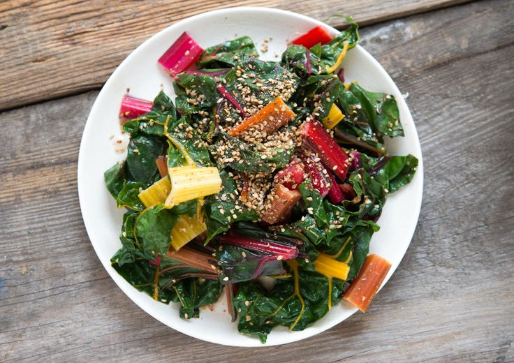 Mangold-Salat mit Sesam I vegan