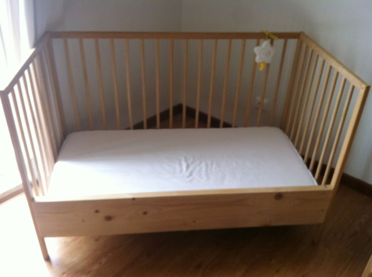 Materials:crib SNIGLAR (Not for sale anymore in Portugal), 1wooden board (15€) Description:After 2 years, and before changing them to a real bed, I decided to try and change the crib into a sleeper so that my two small ladies wouldn't feel a big change in their lives and had the feeling of sleeping in an [&hellip