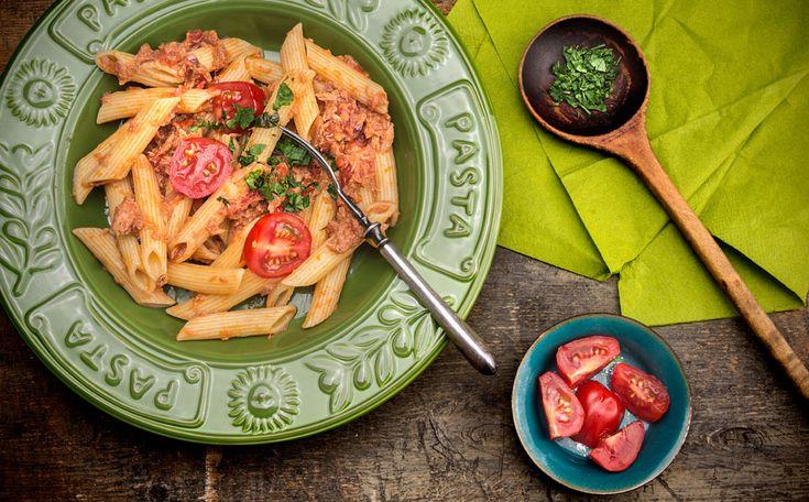 Pasta met tonijn, groente en kappertjes