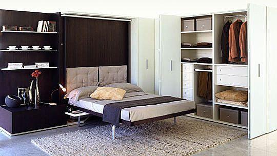 1) Откидная кровать-шкаф 2) Двери шкафа (справа) закрываются гармошкой