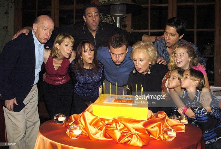 Peter Boyle, Monica Horan, Brad Garrett, Patricia Heaton, Phil Rosenthal, creator, Doris Roberts, Ray Romano, Madylin Sweeten, Sawyer Sweeten and Sullivan Sweeten and - the cast of 'Everybody Loves Raymond'