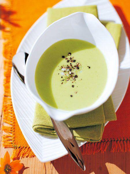 きゅうりのみずみずしさと玉ねぎの甘みが生きた滋養スープ。ミキサーで混ぜるだけの手軽さがうれしい|『ELLE a table』はおしゃれで簡単なレシピが満載!