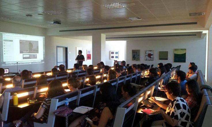 Una imagen más de nuestra ponencia en los cursos de verano de la Universidad de Cantabria durante el #SMCANT7 http://www.flickr.com/photos/somosiphone/sets/72157634886927980/