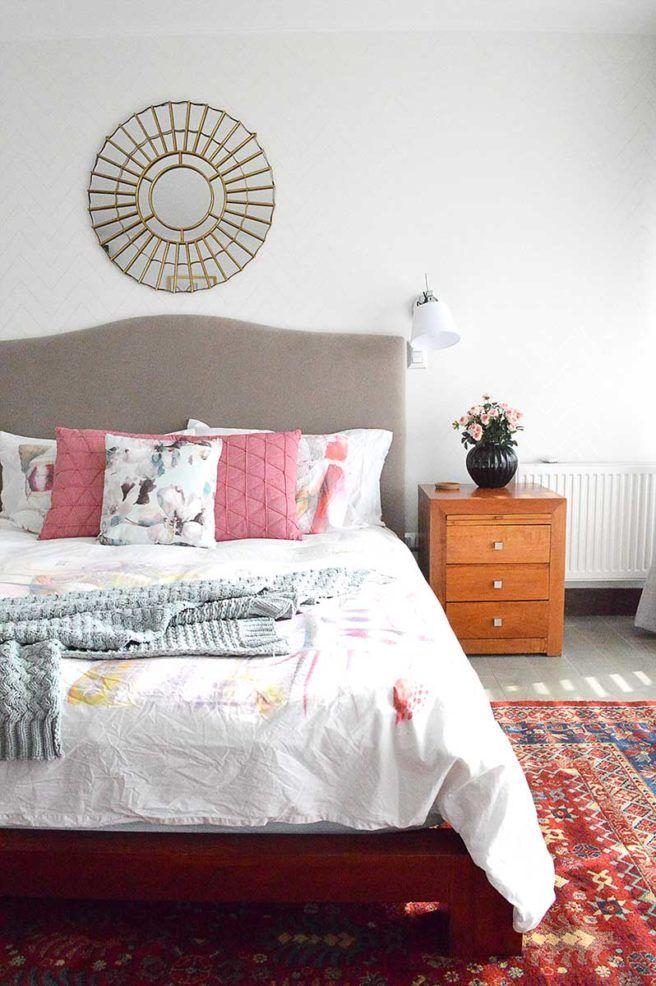 Contemporaneo / Dormitorio / Cama / Vealdores / Mesa de luz / Espejo / Texturas / Rosas / Blanco / Aplique / Decoración / Complementos