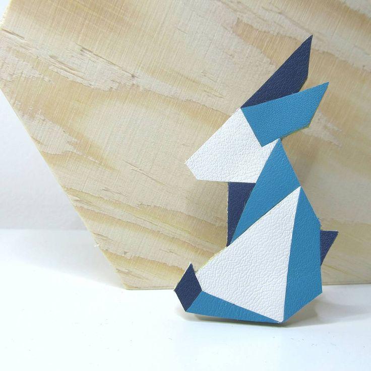 """28 """"Μου αρέσει!"""", 1 σχόλια - Amandine Dine (@tantot_bijoux) στο Instagram: """"Bientôt Pâques! On se met dans l'ambiance avec cette broche lapin origami 🐇  #broche #lapin #cuir…"""""""