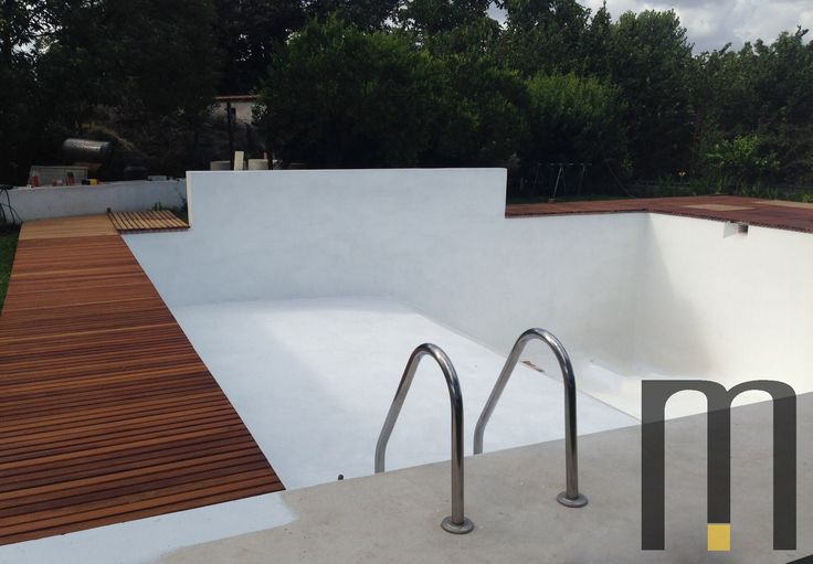 Platform in natural okoumè wood for pool - Work in progress - Rivestimento bordo piscina in legno okoumè  Designed by Arch. Antonio Ciniglio Please click here http://www.mazzocca.org/home/galleria/work-in-progress to see additional photos.