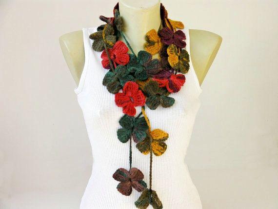 sciarpa collana fiore all'uncinetto, uncinetto sciarpa lariat di SenasShop su Etsy https://www.etsy.com/it/listing/183602985/sciarpa-collana-fiore-alluncinetto
