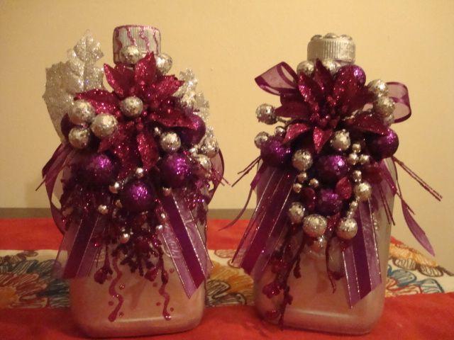 Staring to look a lot like Christmas!!! Botellas vacias de Licor, pintura, adornitos y voila!!!!