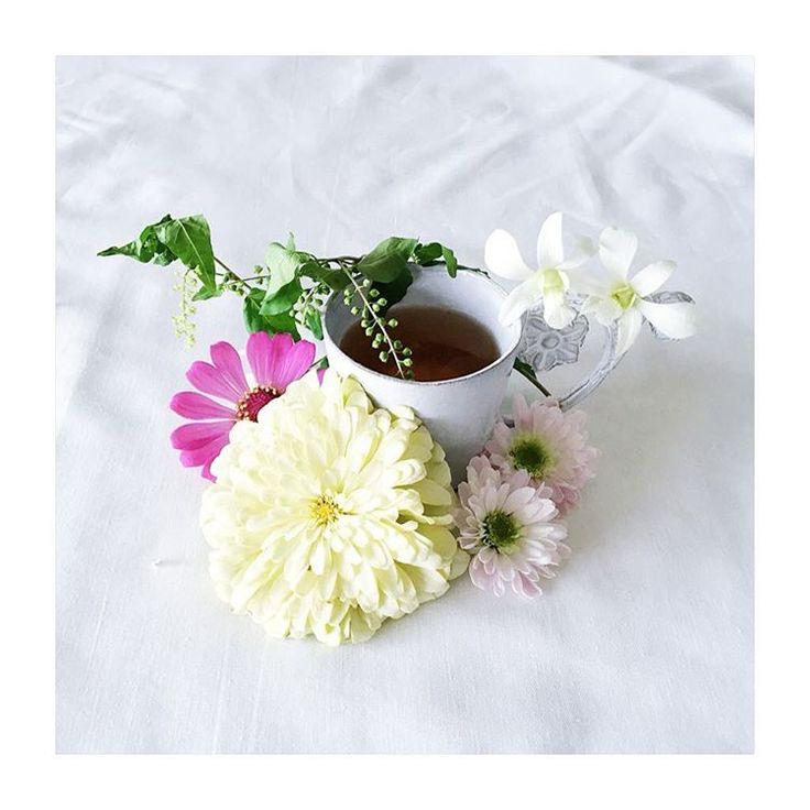 ・ カップのおめかし ・ ・ オリンピックの種目で好きなシンクロが始まった! ・ 楽しみ ◟̆◞̆ ・ #花 #インテリア #花のある暮らし #花好き #アスティエ #花のある生活 #暮らし #flower #interior #tv_stilllife #tv_simplicity #tv_allwhite #flowerstagram #astierdevillatte #adoremycupofcoffee