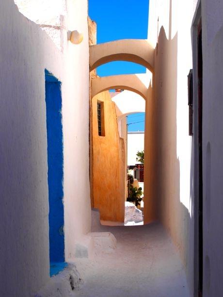 Santorini alleys #Greek #islands #architecture