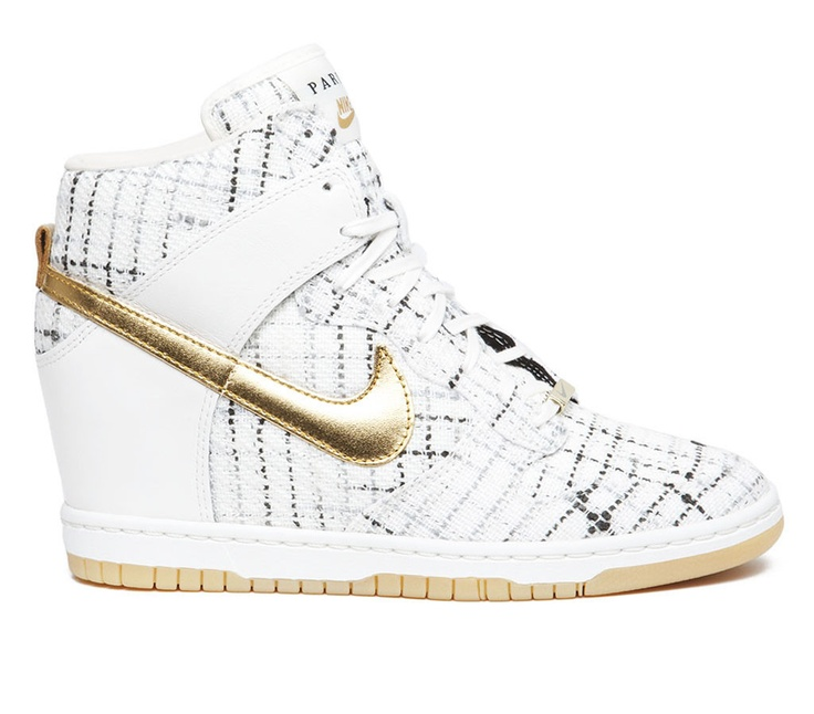 nike sky high dunks paris edition...i want!!! too bad they're sold out :(