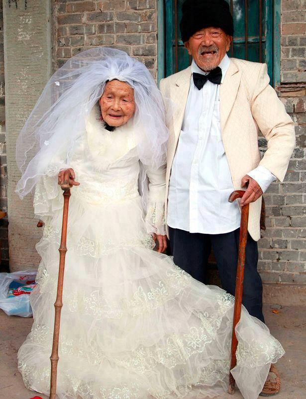 China: Wu Conghan, 101, and wife Wu Sognshi, 103, married for 88 years, jumped at the chance to have new wedding photos