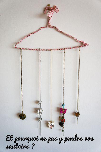Cintre porte collier sautoir