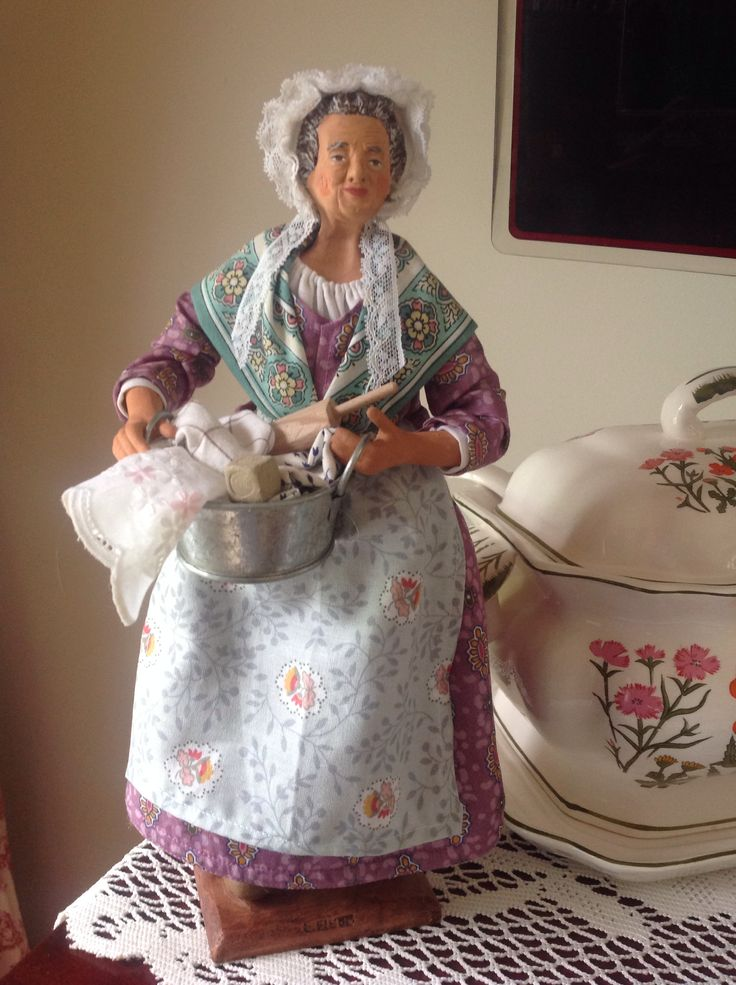 Santon de Provence, Woman with baking items, bowl, rolling pin, etc.