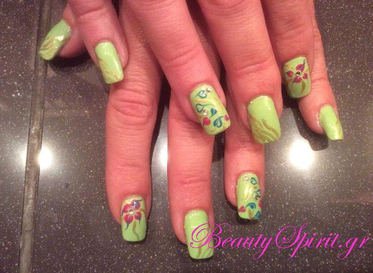 Μανικιούρ με nail art