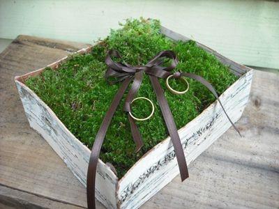 グリーンたっぷりでナチュラル♪結婚式で使える、手作りリングピロー | Mikiseabo -ミキシーボ-
