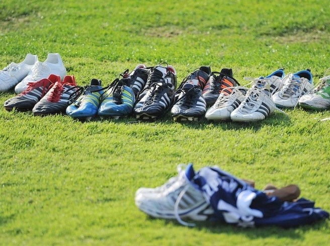 Soccer shoes on the lawn. Photo: DAPD  Picture 12 of 62  Since Wednesday is preparing the FC Schalke 04 in Qatar prior to the
