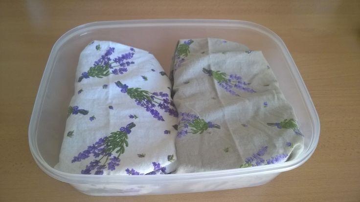 szendvicsek textil szalvétába csomagolva dobozba téve utazáshoz zoldeletmod.hu