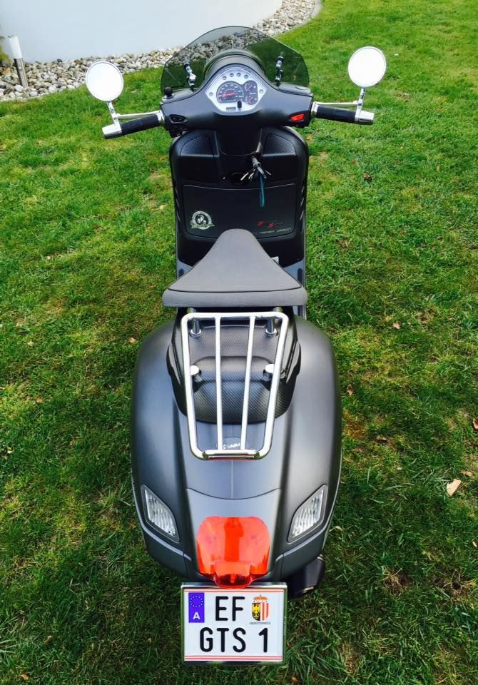 Modern Vespa : GTS with seat of GTV