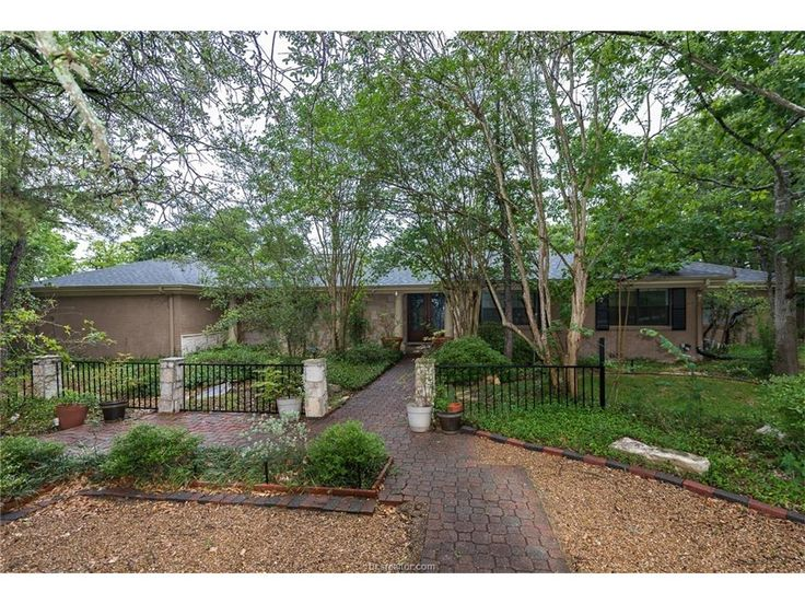 720 South Rosemary Drive, Bryan, TX 77802 Stunning Home In Beverly Estates!  Situated On A One Acre Lot Just Minutes From Texas Au0026M, This Home Is One Of  A ...
