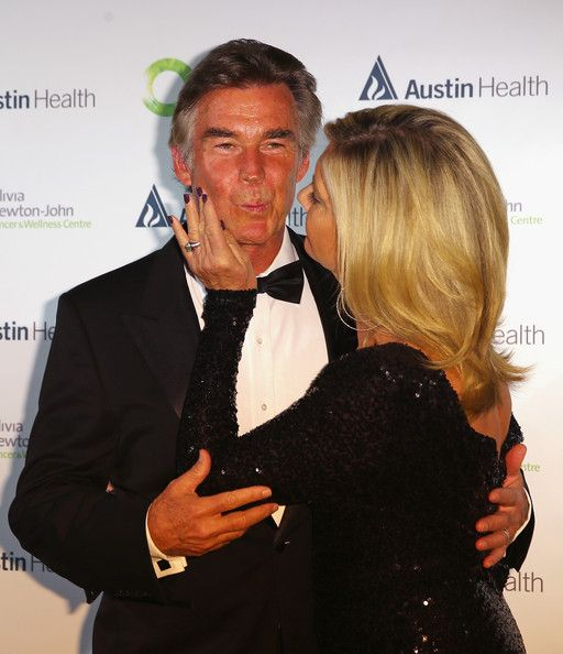 Olivia Newton-John Photos Photos - Olivia Newton-John and her husband John Easterling kiss as they arrive at the inaugural ONJ Gala to raise funds for the Olivia Newton-John Cancer & Wellness Centre at the Regent Plaza Ballroom on September 20, 2013 in Melbourne, Australia. - Arrivals at the ONJ Gala in Melbourne