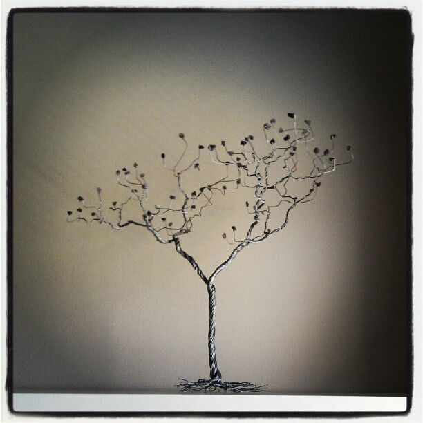 #selftaughtartist #artist #art #abstract #sculpture #wire #metal #tree #trees #sydney #Australia #creative #unique #myart #selfexpression  #branches #branch #gothic #deadtree #spooky #amethyst #crystals