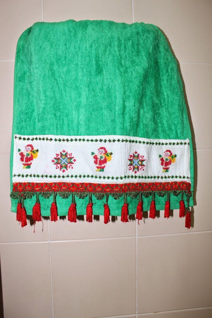 LABORES DE LILIANA: Toallas de Navidad en punto de cruz                                                                                                                                                      Más