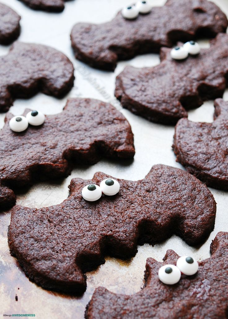 Roll & cut out shapes just like regular sugar cookie dough, but w/ a fun chocolate twist. These Chocolate Sugar Cookies Bats are top-8-free, GF & vegan.