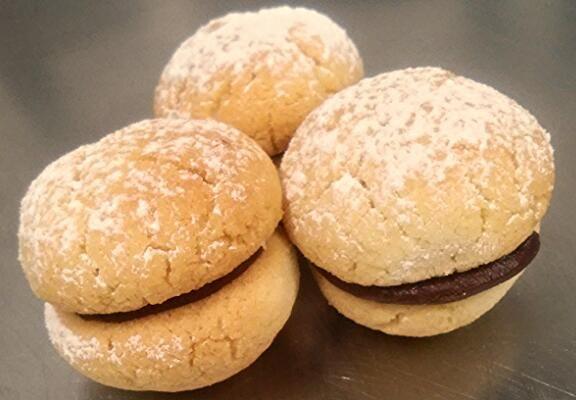 Pietro de Felice Pasticcere: Ricetta Come fare i baci di dama - Biscotti di Mandorla