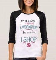 "To farget t-shirt med 3/4 arm - tekst ""Me and my husbund"""