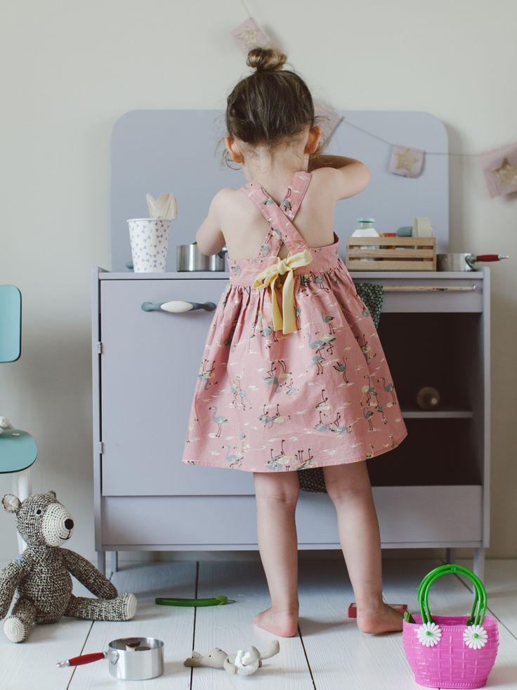 Louise Misha  http://www.mylittlesquare.com/fr/robe-filles/3115-robe-jazz-flamingo.html