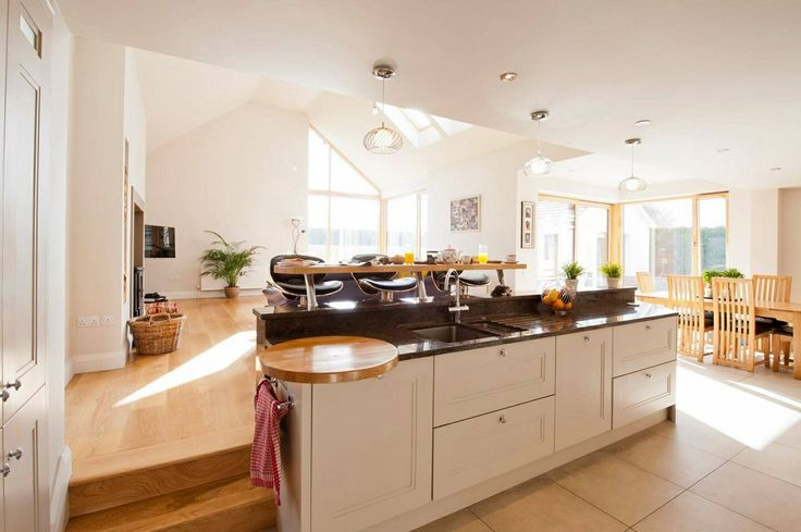 Nice bright split level kitchen diner