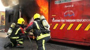 Thousands apply for West Midlands firefighter jobs. Everyone needs a hero. http://www.uniformdating.com