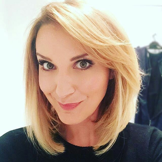 Thinking about getting a bob haircut? DM me a picture of yourself if you're looking for more haircut ideas and I'll try to give advice. This is @kyliepentelow #shorthair #longbob #shorthairdontcare #lob #angledbob #invertedbob #bob #haircut #kurzehaare #friseur #frisur #coiffeur #coiffure #carré #carréplongeant #carrélong #cleartheshoulders #chopchop #schnippschnapp #shoulderlength #chinlength #shortintheback