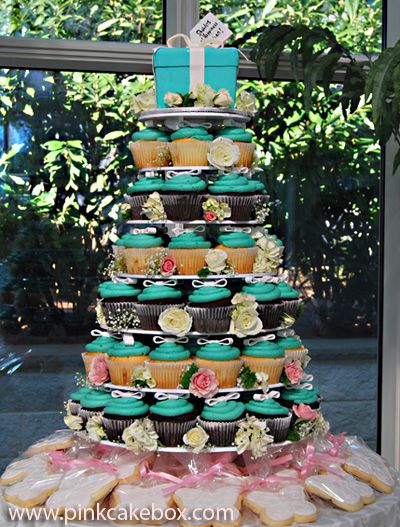 Bridal Shower Tiffany Cupcake Tower: Pink Cakes, Cakes Boxes, Wedding Cakes, Breakfast At Tiffany, Bridal Shower, Cupcakes Towers, Tiffany Cupcakes, Cupcakes Rosa-Choqu, Cupcakes Stands