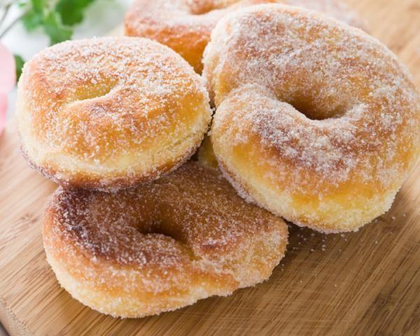 Las donas, también conocidas como donuts o rosquillas, son muy fáciles de preparar y constituyen una de las meriendas favoritas de los niños. Puedes servirlas sin...