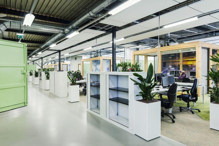 Het kantoor van het gemeentelijk bedrijf voor werk en inkomen werd onlangs grondig gerenoveerd - Decoreren van een professioneel kantoor ...