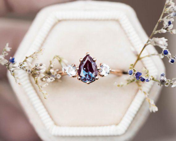 Alexandrit Saphire drei Stein Verlobungsring, Birne Verlobungsring, drei Steinring, Rosengold alexandrite Ring, alternative Verlobung
