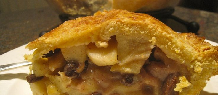 Old Fashioned Apple Pie with Cheese Sauce