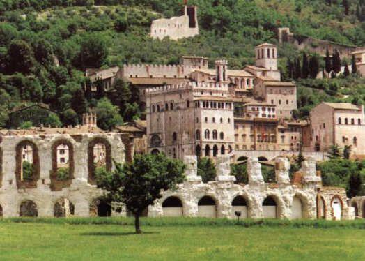 Cosa visitare a Gubbio http://www.menasantoro.it/itinerari/cosa-visitare-a-gubbio/