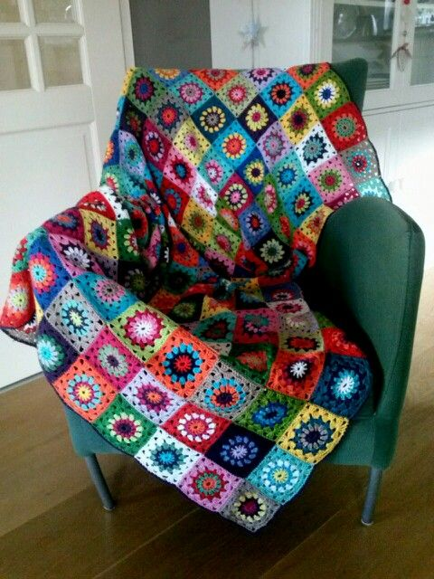 finally finished: my blanket of 238 granny squares.